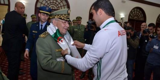 Mondial militaire 2017 de football: Gaïd Salah honore les joueurs de la sélection algérienne