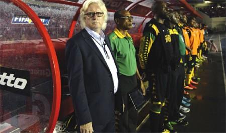L'ex-coach du cameroun winfired schafer attend un signe de le FAF