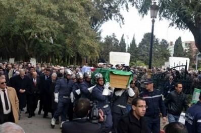 Smail Hamdani inhumé au cimetière d'El-Alia