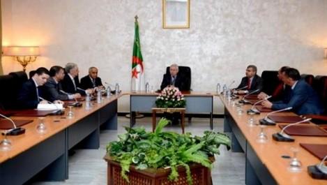 Bensalah installe les membres du bureau du Conseil de la Nation