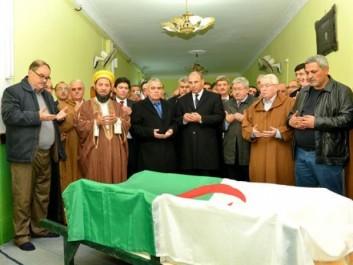 Oran: Le défunt sénateur Miloud Chorfi inhumé au cimetière d'Aïn El Beïda