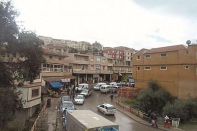 Iguersafène (Bouzeguène): Une bombe artisanale dans un café