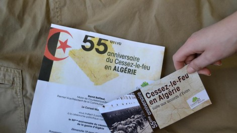 Un carton d'invitation aux couleurs d'Algérie suscite la polémique en France