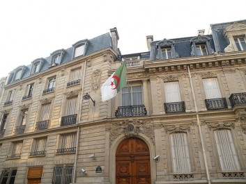 Réunion consulaire à Paris : assurer une «plus grande» protection des droits et intérêts des Algériens vivant à l'étranger.
