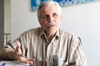 """Chemssedine Chitour, professeur à l'école polytechnique d'Alger, à la chaîne III: """"Nous perdons chaque année 80 millions de dollars dans les embouteillages"""""""