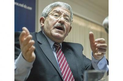 Il a instruit ses élus de soutenir le candidat du FLN à l'APN: Ouyahia donne ses directives