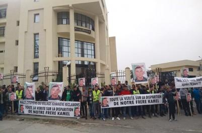 Exigeant la vérité sur la disparition de Kamel Bazi 25 octobre dernier: Sit-in des habitants d'Ighraïne devant le tribunal d'Azazga