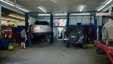 Les Algériens adorent le commerce et la réparation auto