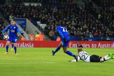 Leicester : La passe décisive de Mahrez pour Ndidi (Vidéo)