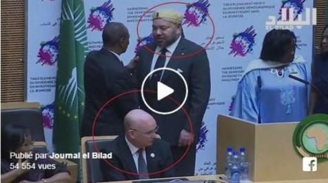 Vidéo: Smaïl Chergui refuse de saluer Mohamed VI