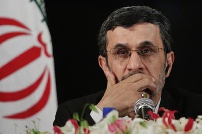 Après avoir banni les réseaux sociaux, Ahmadinejad rejoint Twitter