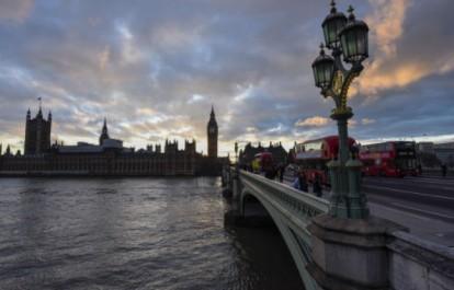 EN DIRECT. Coups de feu et explosions à Londres près du Parlement… Plusieurs blessés…