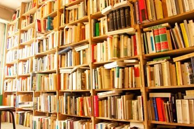 El-bibliothèque : La bibliothèque prise d'assaut