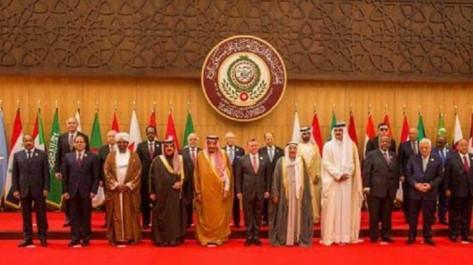 Entre chutes et somnolence: Les chefs des États arabes en petite forme lors du sommet de la Ligue Arabe