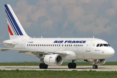 Air France exige un visa Schengen pour des voyageurs algériens en transit à Paris