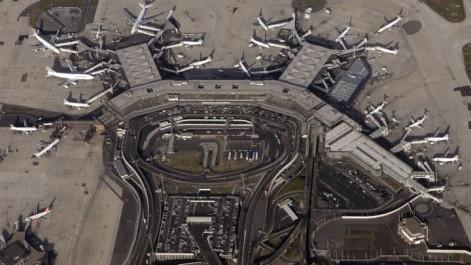 Un homme abattu à l'aéroport d'Orly après avoir dérobé l'arme d'un militaire.