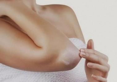 2 Astuces naturelles pour blanchir les genoux et les coudes noirs