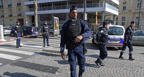 Explosion d'un colis piégé au siège du FMI à Paris : Hollande dénonce un « attentat »
