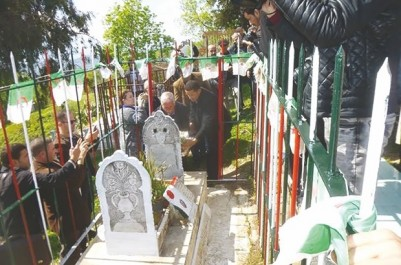 Commémoration du 55eme anniversaire de son assassinat: Recueillement sur la tombe de Feraoun à Tizi Hibel