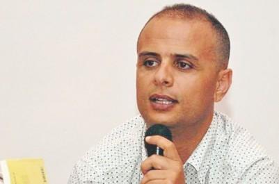 """Les militants Ramdane Achab et  Lahoucine Bouyaakoub au café littéraire de Béjaïa: """"Tamazight avance plus rapidement au Maroc qu'en Algérie"""""""