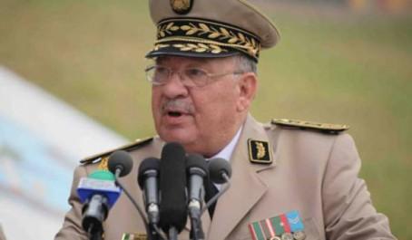 Gaïd Salah inaugure à Tamanrasset une Base aérienne de déploiement