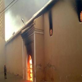 Tiaret: La maison d'un imam incendiée par des inconnus, son épouse blessée