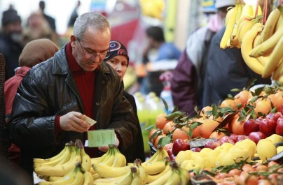 Des marchés de gros pour freiner l'inflation des prix des fruits et légumes, selon Sellal