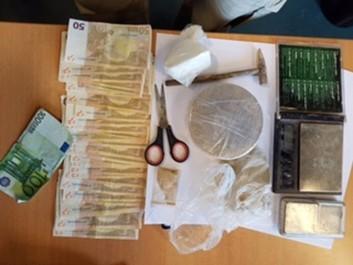 Vaste opération de police dans le cadre d'un trafic de drogue dirigé depuis l'Algérie: 14 perquisitions dans les régions de Mons, Charleroi et Bruxelles