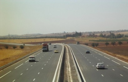 Autoroute Est-Ouest : Les travaux des gares de péage à petite vitesse