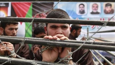 Palestine: Les détenus palestiniens en grève de la faim interdits de visite