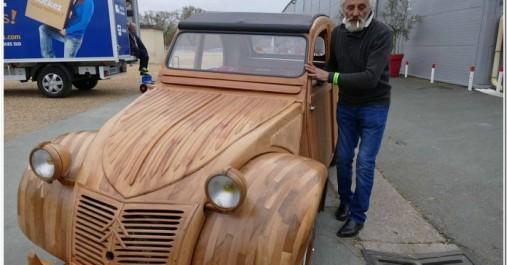Le pari fou et réussi d'un retraité français :  Une 2CV en bois prête à rouler