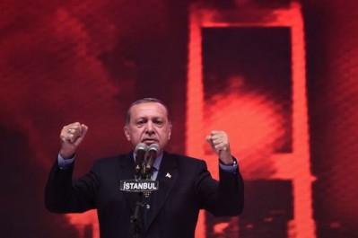 Turquie: les partisans de Erdogan font la fete