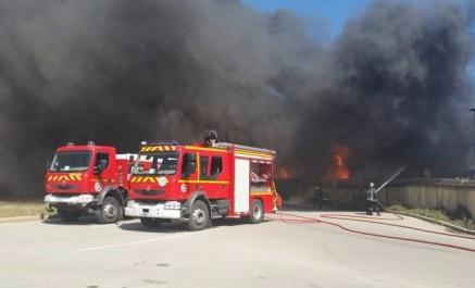 Un énorme incendie ravage une base de vie au chantier de la grande mosquée d'alger