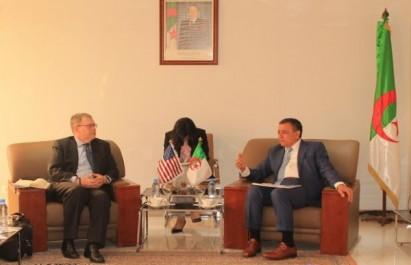 Bouchouareb s'entretient avec L. Daniel Mullaney sur le développement de la coopération économique bilatérale