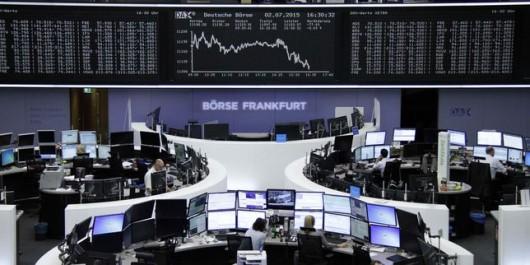 Bourses : L'Europe prudente, le risque politique pèse à Paris