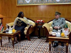 Gaïd Salah s'entretient avec la ministre kenyane de la défense