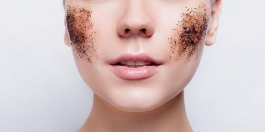 Beauté : Les gommages et les masques ramènent leur fraise !