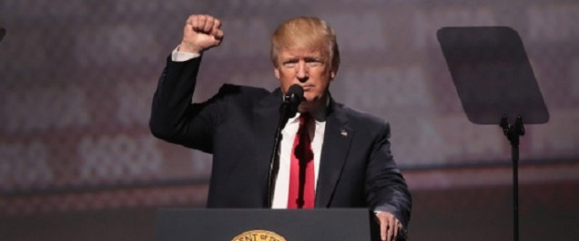 Donald Trump célèbre les 100 jours d'une présidence controversée