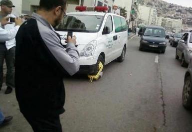 Alger: La Police met des «sabots» à la police