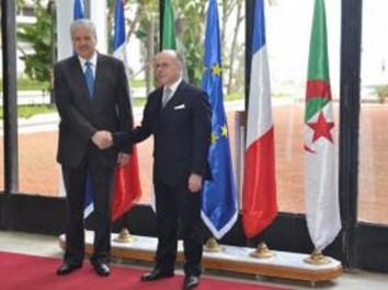 Algérie-France: signature de dix accords de coopération dans plusieurs