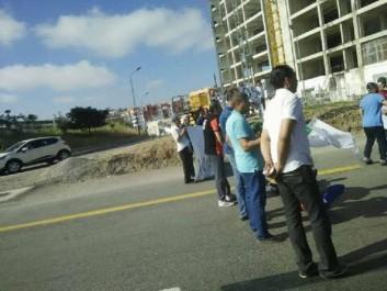 Des citoyens manifestent et bloquent la route à Ouled Fayet