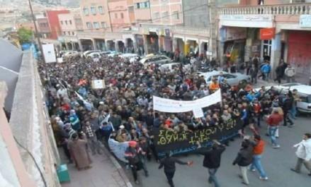 Maroc: Tension à al-Hoceïma après le mandat d'arrêter contre Zefzafi, d'autres villes passent à la contestation