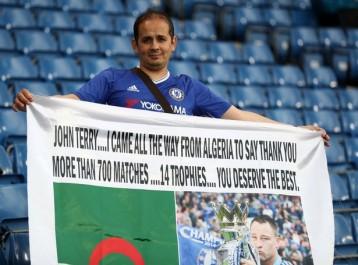Football: un fan algérien de Chelsea fait le voyage jusqu'à Londres pour remercier John Terry