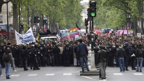 Après la victoire, un «front social» en marche contre Emmanuel Macron