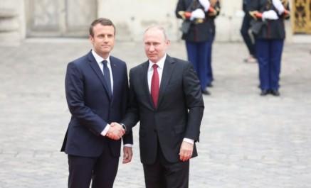 Macron accueille Poutine au château de versailles