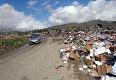 Envahi par les décharges sauvages et privé d'eau: les villageois de Stita ferment les routes