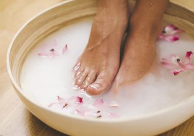 Astuce naturelle pour des pieds plus beaux et plus doux