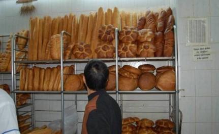 De longues chaînes dès le matin devant les boulangeries : La lugubre «danse du pain» commence…