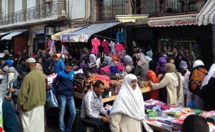 M'sila : le commerce informel squatte les trottoirs de la cité des 132 logements