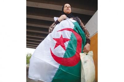 Afin d'interpeller les autorités sur la nécessité de prendre en charge  sa fille cardiaque:  Une mère de famille décide de marcher d'Oran à Alger
